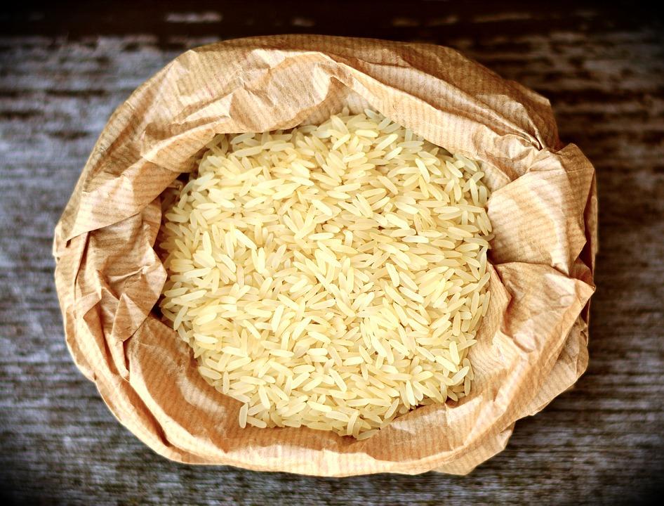 rýže v papírovém pytli